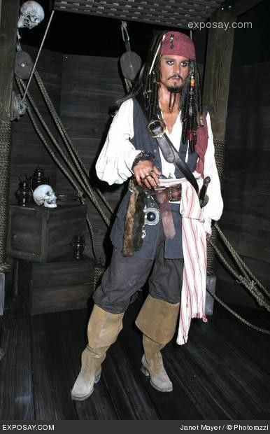 johnny-depp-johnny-depp-wax-figure-of-captain-jack-sparrow-from-pirates-of-the-caribbean-dead-mans-chest-DIT6x3